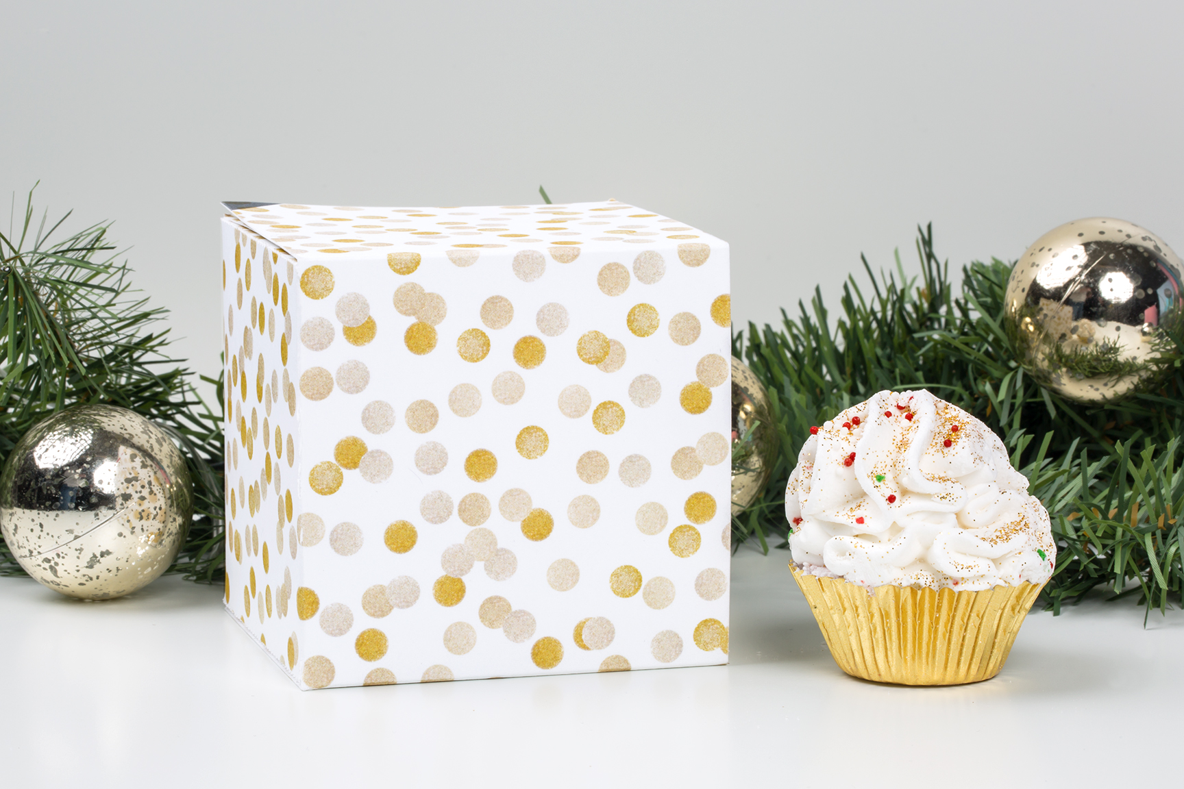 Candy cane cupcake bathbomb and gold confetti holiday pairing